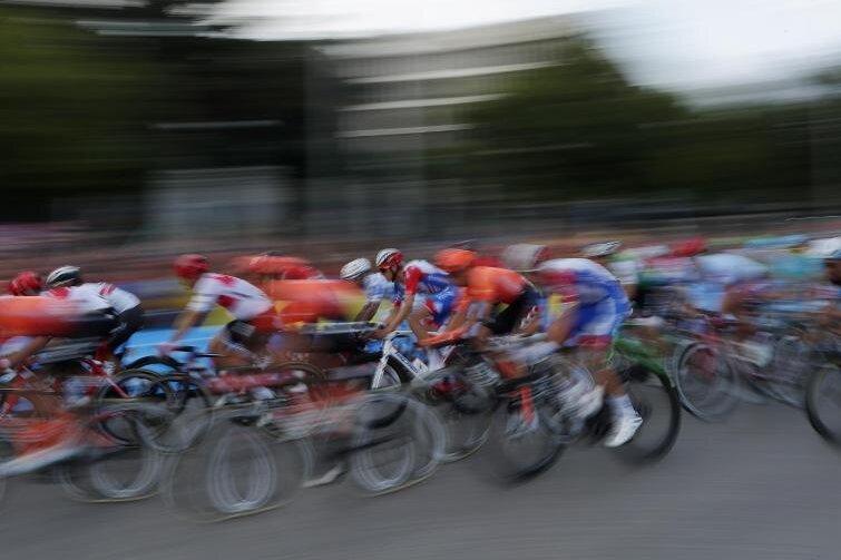 Für die Deutschen Meisterschaften im Straßenradsport, die am 23. August auf dem Sachsenring bei Hohenstein-Ernstthal stattfinden, sind insgesamt 999 Besucher zugelassen.