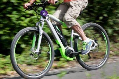 Die Stadt Annaberg-Buchholzwill mit den E-Bikes neue Zielgruppen ansprechen. Bisher seien eher ambitionierte Radsportler in die Region gekommen, heißt es aus der Stadtverwaltung.