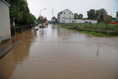 Zweimal innerhalb von sechs Tagen standen Wasser- und Schlammmassen auf der Forststraße in Meerane.