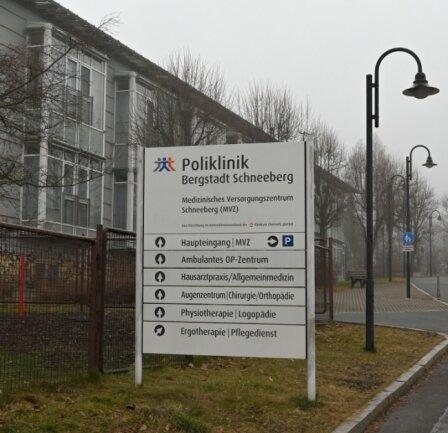Die Poliklinik Schneeberg soll im alten Bergarbeiter-Krankenhaus bleiben. Um dies zu sichern, will die Bergstadt die Immobilie kaufen.