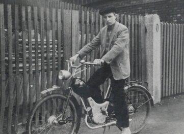 Manfred Sander 1956 auf seiner Simson SR 1.
