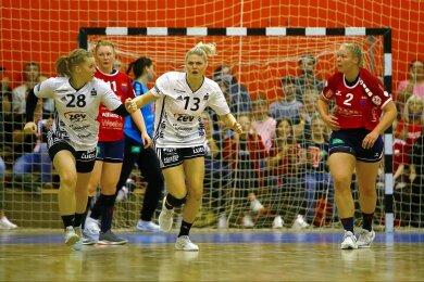 Im Vordergrund: Die BSV-Spielerinnen Alisa Pester (l.) und Pia Adams.