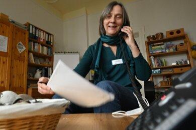 Iris Ciesielski ist Leiterin der Chemnitzer Telefonseelsorge. Sie sagt: Im Vergleich zum Vorjahr ist die Nachfrage im Jahr 2020 um rund elf Prozent gestiegen. Das Virus beeinflusse nicht nur die Nachfrage nach Gesprächspartnern, sondern auch die Gesprächsthemen.