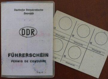 Bis heute hat der Senior seinen DDR- Führerschein aufgehoben.