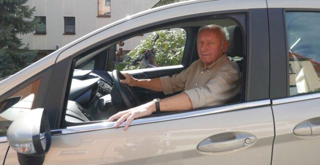 Seit 65 Jahren ist Manfred Sander aus Fraureuth unfallfrei auf den Straßen unterwegs.