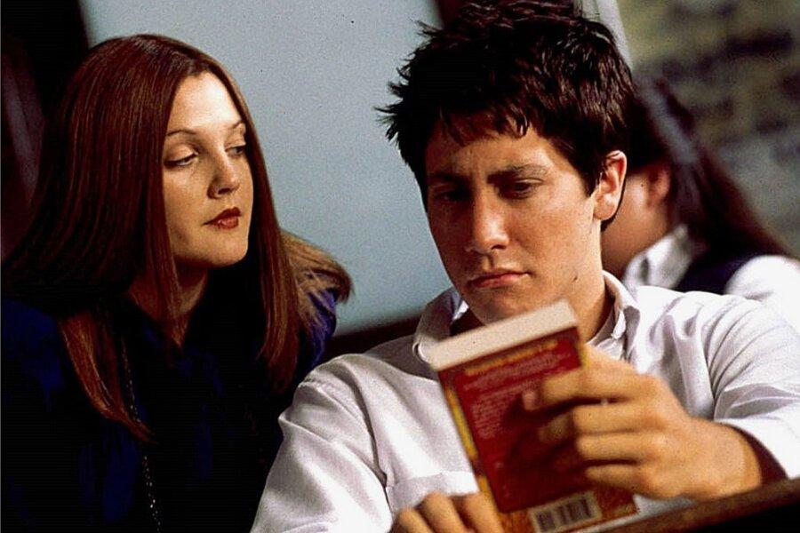 """Nachrichten von der Kellertür: Drew Barrymore als Lehrerin Karen Pomeroy und Jake Gyllenhaal als ihr verstrahlter Schüler in """"Donnie Darko""""."""