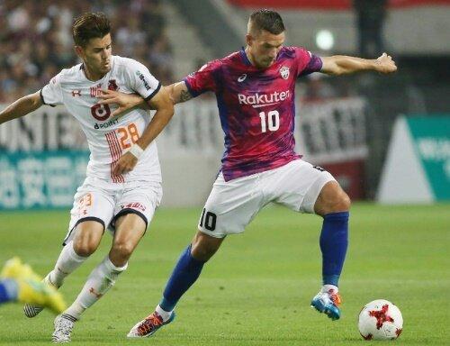 Lukas Podolski kassierte mit Kobe einen kuriosen Treffer