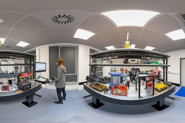 Im Fraunhofer Anwendungszentrum in Zwickau forschen Studierende und Wissenschaftler unter anderem auf den Gebieten Medizin- oder Elektrotechnik. Partner kommen aus sehr unterschiedlichen Industriezweigen.