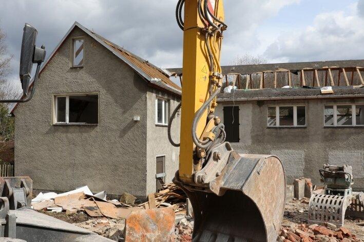 Alte Bürogebäude fallen