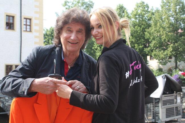 """Bekannt wurde Olaf Malolepski als Mitglied der Band """"Die Flippers"""". Zur Schlagershow im Wasserschloss Klaffenbach hatte er seine Tochter Pia mit, die unter dem Künstlernamen """"Pia Malo"""" ebenfalls Musikkarriere macht."""