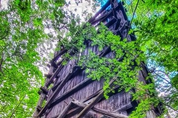 Die Hülle des letzten Wismut-Kühlturms in Schlema.