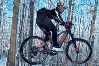 Hannes Herrmann beim Training auf seinem E-Bike der Marke Cube Stereo 140. Das Fahrrad wurde ihm am Wochenende gestohlen.