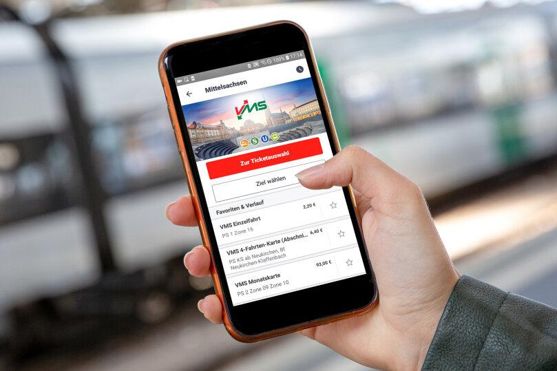 """Mit der App """"DB Navigator"""" kann man auch in Chemnitz CVAG-Tickets bargeldlos bezahlen."""