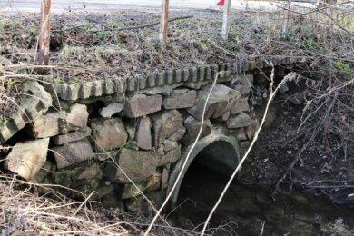 Das Durchlassbauwerk in der Kolonie Leubsdorf ist in einem sehr schlechten baulichen Zustand und sollte längst saniert sein. Jetzt ist die Investition im Haushalt für 2021 eingeplant.