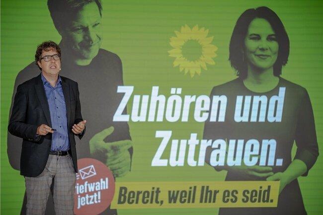 Die Grünen werben derzeit für ihre Kandidaten zur Bundestagswahl. Im Vogtland wurden nun viele dieser Plakate entwendet oder beschädigt.