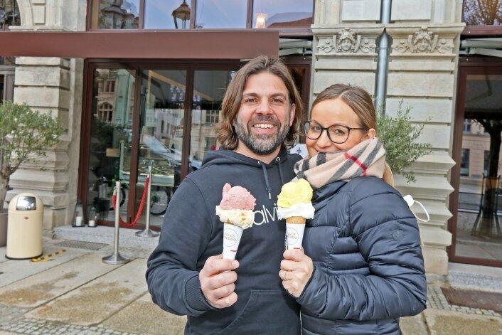 Gabby und Federico Calligaro sind mit ihrem Eiscafé ins Nachbarhaus umgezogen. Wegen Corona gibt's derzeit nur Außer-Haus-Verkauf.