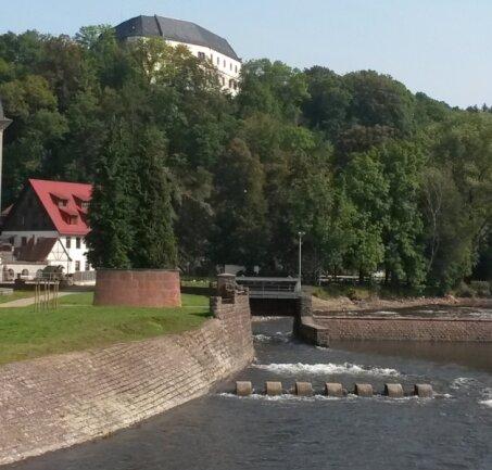 Von der Fußgängerbrücke über die Zschopau bietet sich ein schöner Blick zur Sachsenburg.
