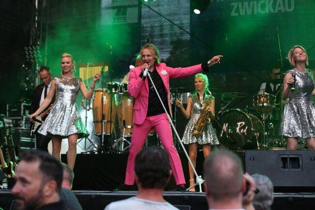 Die Band Mr. Rod gibt die Hits von Rod Stewart zum Besten.