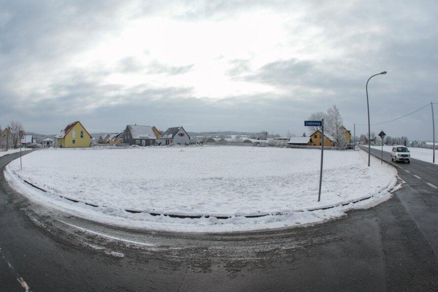 Auf einem derzeit unbebauten Grundstück an der Hohensteiner Straße in Pleißa wird ab Sommer eine neue Rettungswache gebaut werden. Das Einsatzgebiet von dort deckt die Stadt Limbach-Oberfrohna sowie umliegende Gemeinden in Richtung Niederfrohna, Kaufungen und Callenberg ab.