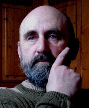 """<p class=""""artikelinhalt"""">Dieter Roth, der frühere Intendant des Vogtland-Theaters, geht wieder auf Lesereise.</p>               <p class=""""artikelinhalt"""" />"""