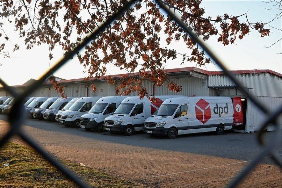 Die DPD-Zusteller beladen jeden Morgen im Depot 109 in Callenberg ihre Transporter. 130 schwärmen täglich von hier in die Region aus.