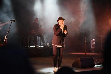Sänger Max Mutzke hat vor etwa 500 Besuchern in Bad Elster gesungen.
