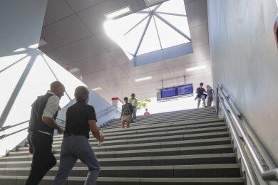 Schneller Weg in Richtung Stadtzentrum: Mit der neu entstandenen Unterführung für Fußgänger am Hauptbahnhof verkürzen sich viele Wege aus und in Richtung Sonnenberg. Die Treppe am Ausgang Dresdner Straße jedoch empfinden nicht wenige Nutzer als etwas zu steil geraten.