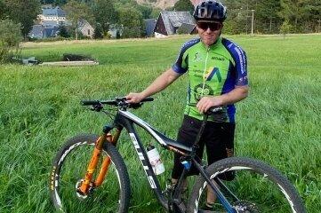 Der Altenberger Tino Weinberg hat einen Teil der Blockline-Strecke getestet. Der 45-Jährige fährt in seiner Freizeit auch lokale Mountainbike-Rennen.