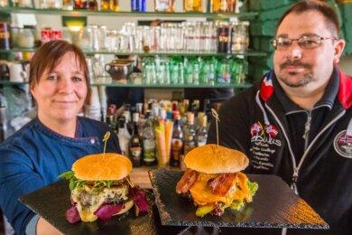 Susann Gollmann und Jörg Biedermann ließen sich vom Lockdown nicht von ihrem Plan abbringen, das Burger-Stüb'l zu eröffnen. Derzeit können die Speisen nur nach Vorbestellung abgeholt werden.