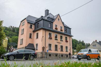 Das Rathaus von Gornsdorf wird geräumt.