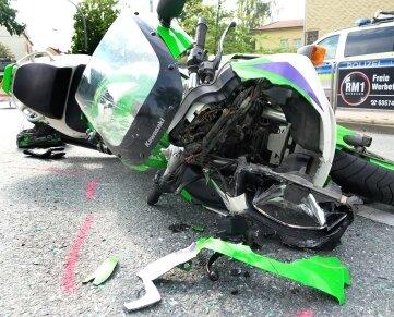Der Fahrer des Motorrades wurde bei einem Unfall in Frankenberg schwer verletzt, die Maschine beschädigt.