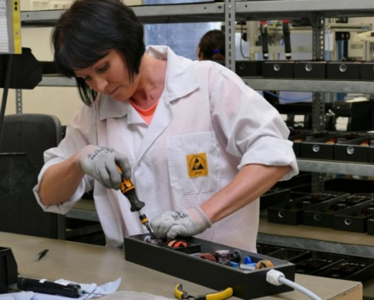 Im Umgang mit ihren Werkzeugen wirkt Natalja Pivnev inzwischen so, als würde sie diesen Job schon ihr ganzesLeben lang ausüben.
