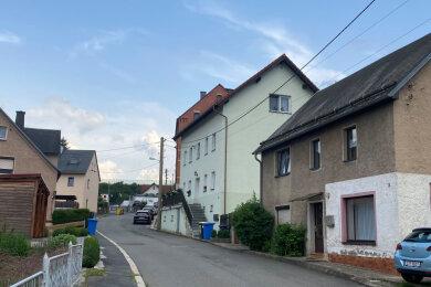 Die Zimmerstraße in Wilkau-Haßlau. In einer Villa am Ende der Straße erdrosselte Max Schreiber nach einem Streit seine Ehefrau Martha.