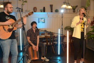In der Ellefeld Jahnturnhalle wurde das Konzert der Band Jam Projekt in der Besetzung Florian Müller, Christian Nestler und Madlin Sterzel (von links) aufgezeichnet.