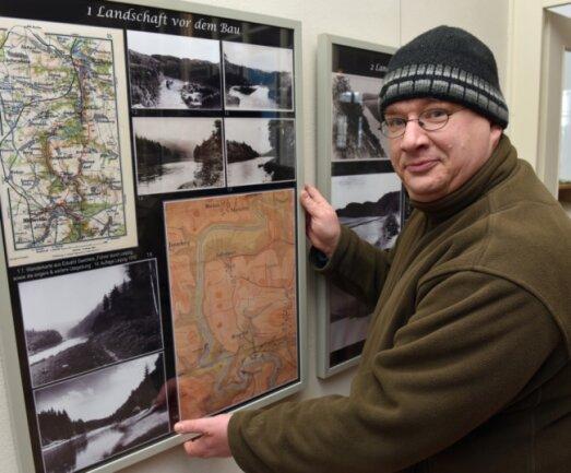Weit über 600 Bilder und Zeitdokumente berichten von der Entwicklung der jetzt 90 Jahre alten Talsperre Kriebstein und dem Geschehen entlang der Staumauer. Michael Kreskowsky ist Initiator und Gestalter der Schau in der Grünlichtenberger Kirche.