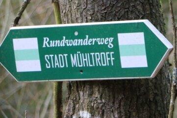 Mehr als 50 solcher Wegweiser zeigen den Wanderern den richtigen Weg rund um Mühltroff.