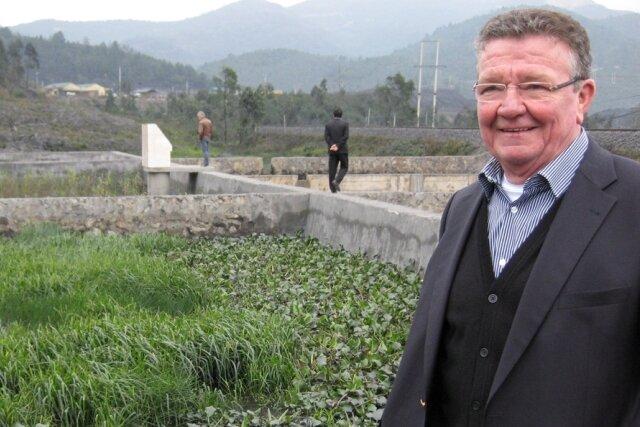 """<p class=""""artikelinhalt"""">Martin Bergmann, Vorstandschef der Bergmann AG Penig, besichtigte mit der Wirtschaftsdelegation unter anderem ein Grubenwasserbehandlungsanlage der Bioplanta GmbH Leipzig im nordvietnamesischen Kohleabbaugebiet. An Pilotprojekten dieser Art, mit denen die Sachsen ihre Umwelttechnologien in Vietnam bekannt machen, würde sich Bergmann in Zukunft gern beteiligen.</p>"""