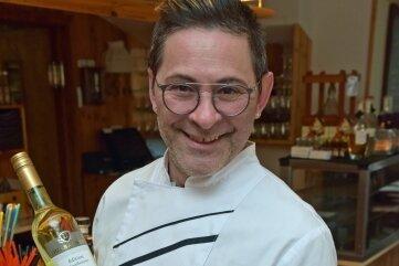 Chefkoch Andreas Giel zeigt Speisen, die mit wenig Aufwand von den Gästen zuhause zubereitet werden können.