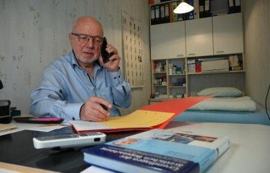 Der Mühlauer Hausarzt Johannes Dietrich ist in Ruhestand gegangen, aber praktiziert noch. Auch als Impfarzt hat er sich beworben.