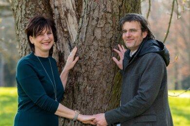 Carola Wittekind und Danilo Magyar an ihrem Baum im Wechselburger Schlosspark. Die beiden werden am Wochenende in Wechselburg heiraten.