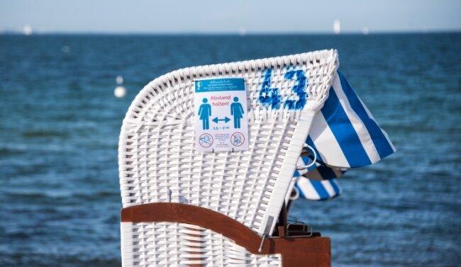 Eine Ferienwohnung und ein Strandkorb an der Ostsee - so stellen sich derzeit viele ihren Urlaub in diesem Sommer vor. Allerdings haben die Preise aktuell stark angezogen.