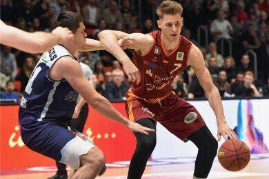 2020: Jonas Richter steigt in die Bundesliga auf. Der 2,06 Meter große Chemnitzer will sich mit den schwersten und größten Basketballern messen.