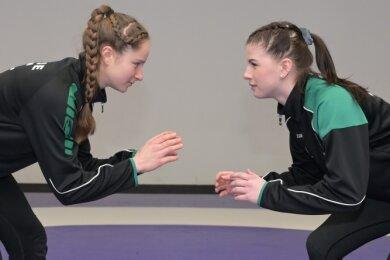 Gerda Barth (l.) und Lilly Pfau gehören als Nationalkader zu den Aushängeschildern bei den Ringern des FC Erzgebirge Aue.