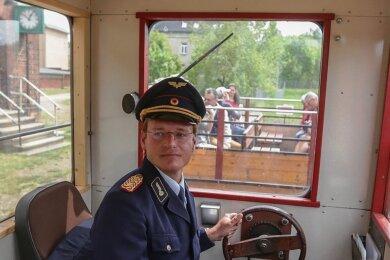 An den Wochenenden schlüpft Martin Bauch gern in die Rolle eines Lokführers bei der Chemnitztalbahn. Werktags lehrt er angehenden Lokführern die deutsche Sprache.