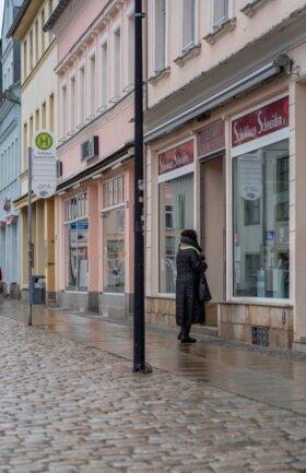 Geschlossene Läden, fast leere Fußgängerzonen. So, wie in Auerbach sieht es in allen Innenstädten aus.
