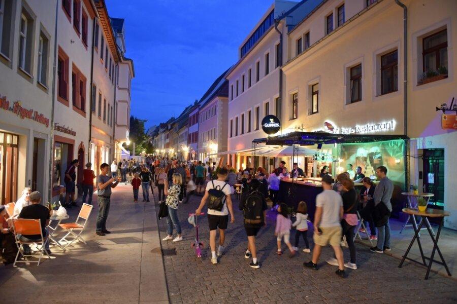Nachtschicht in Freiberg: Die Besucher genießen das Nachtschwärmen