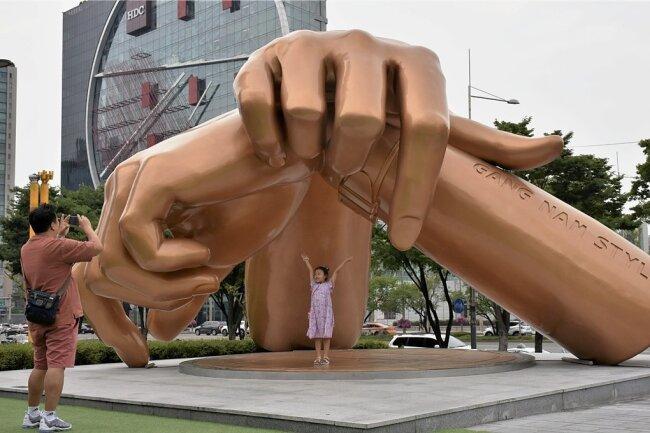 """Ein Denkmal für den K-Pop: Es zeigt die bekannte Pose aus dem Video zum Hit """"Gangnam Style""""."""