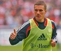 Daumen hoch: Lukas Podolski kehrt zum FC zurück