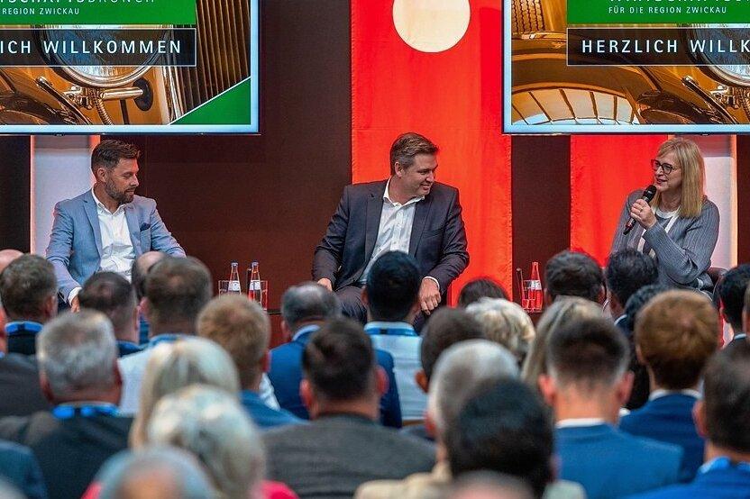 """Wirtschaftsbrunch im August-Horch-Museum: Veranstalter Matthias Krauß von Krauß Event (l.), Dr. Michael Tillian, Geschäftsführer der """"Freien Presse"""", und VW-Vorständin Hiltrud Werner."""