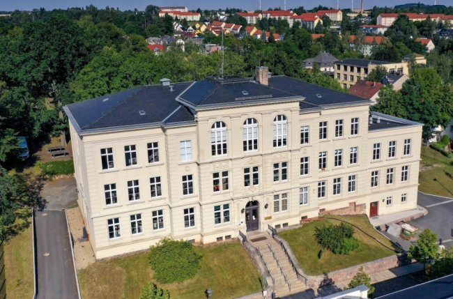 Ein Standort des Gymnasiums befindet sich an der Lindenstraße in Crimmitschau.